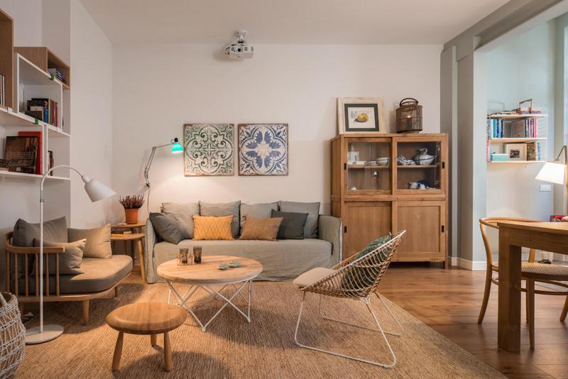 Una casa decorada con piezas antiguas y nuevas tienda for Casas decoradas con plantas naturales