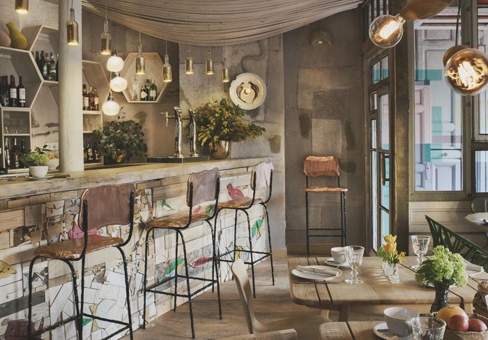 a7aa5fa44 No me digas que no dan ganas de sentarse en una de estas sillas vintage y  degustar uno de sus platos super ricos y sanisimos?.Yo me tiraría horas  ahí, ...