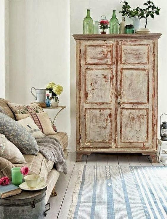 19 ideas para decorar con un armario el sal n tienda - Muebles antiguos mallorca ...