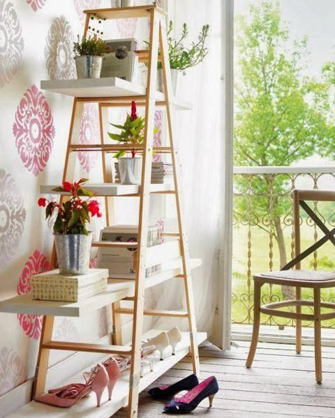 23 maneras de utilizar una escalera de madera para decorar for Escaleras decorativas