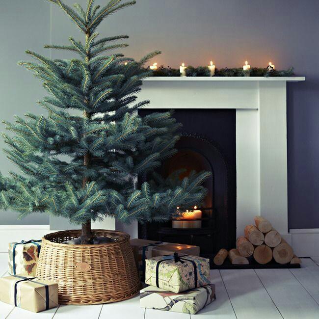 11 ideas para decorar la base del rbol de navidad con for Arbol navidad online