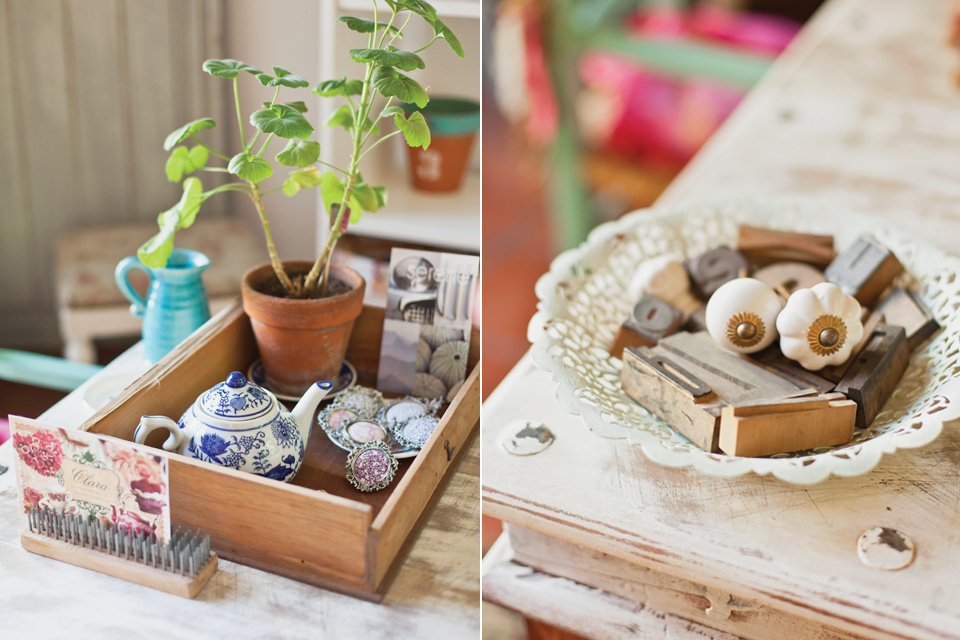 me encanta como ha reinventado la alacena y la mesa con esa mezcla de madera y color mint tan de modapara crear un ambiente fresco y veraniego y el
