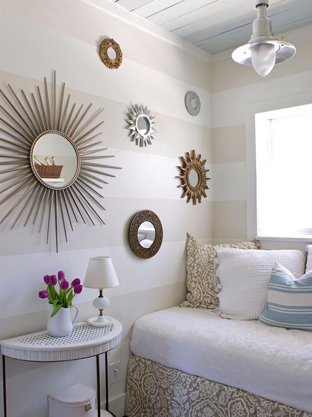 encima de chimeneas de estanteras posados sobre muebles colgados en la pared o descansando en el suelo
