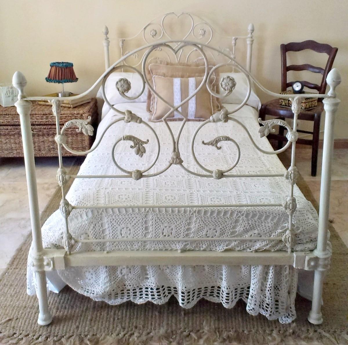C mo restaurar y actualizar una cama de bronce tienda - Camas antiguas de hierro ...