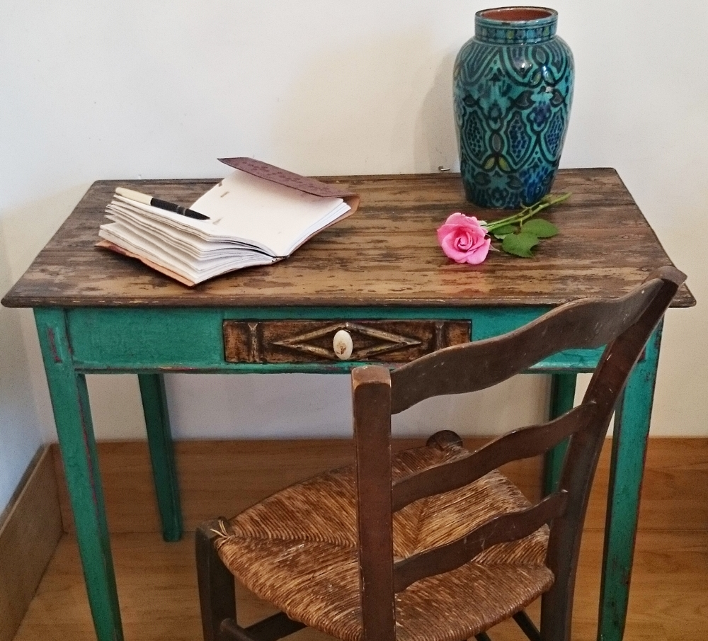 Antigua mesa tocinera en verde esmeralda little old table in emerald green bohemian and chic - Mesas antiguas ...