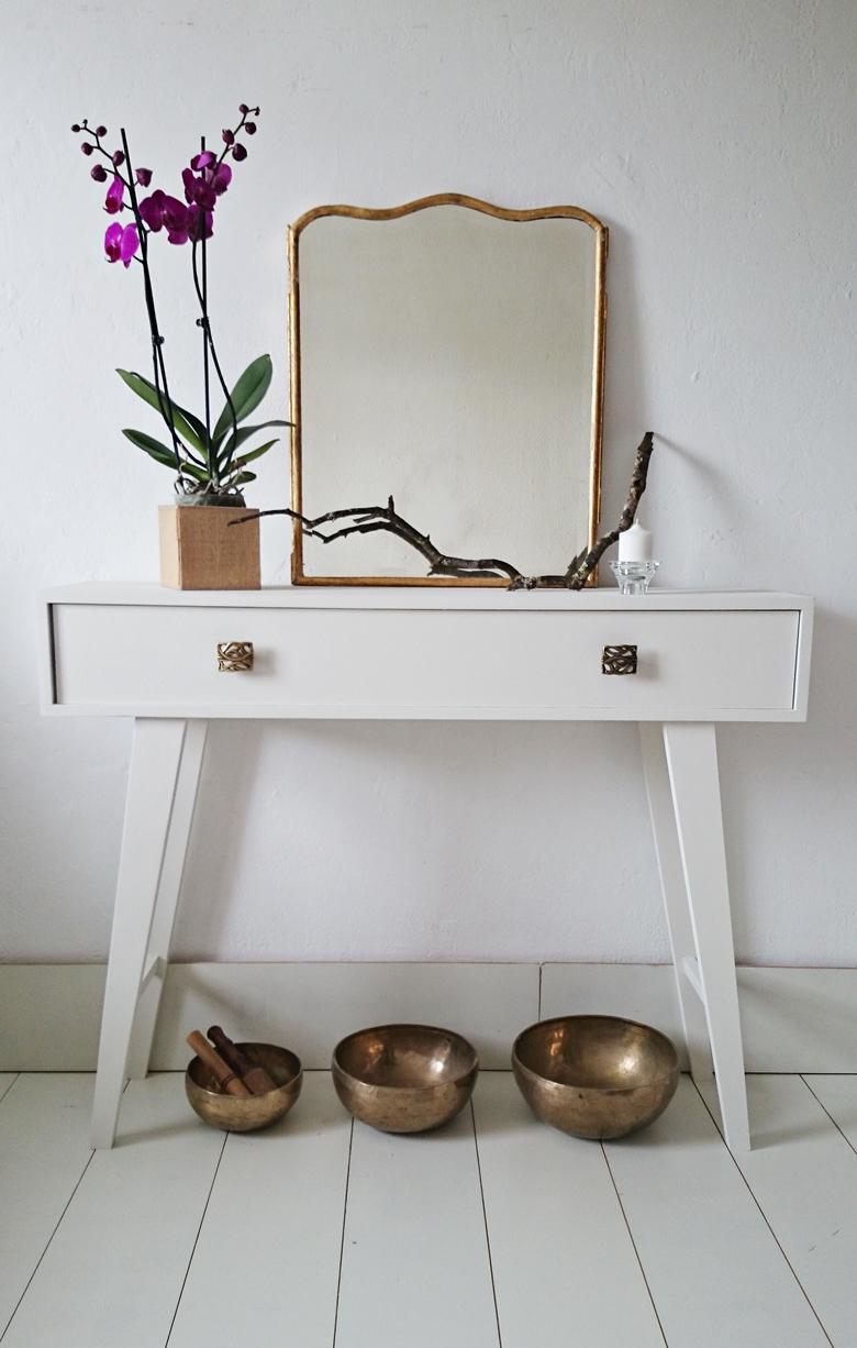 Consola blanca con patas de aguja bohemian and chic for Patas para comodas