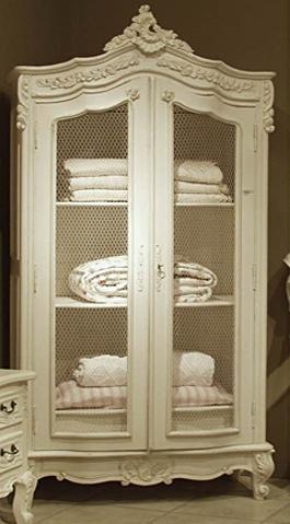 11 ideas para decorar con muebles y objetos con tela de - Como decorar una vitrina ...