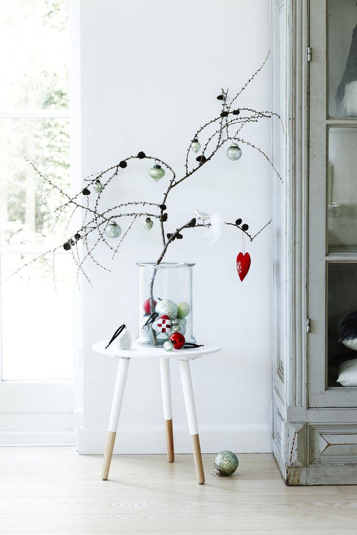 19 ideas para hacer detalles navide os con ramas secas for Arboles para espacios pequenos