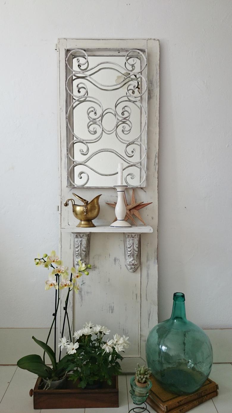 Espejo con balda de puerta antigua bohemian and chic for Espejos con puertas viejas