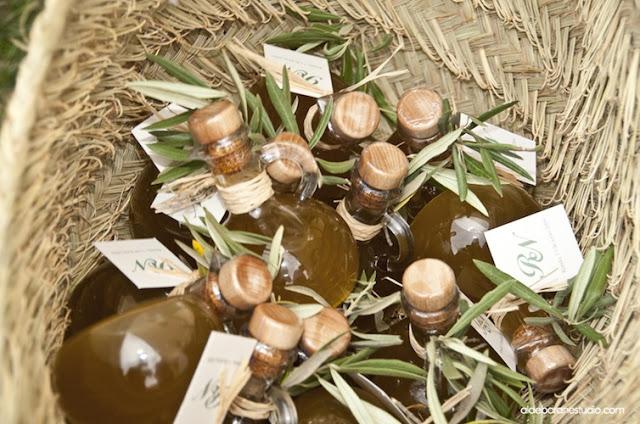 Resultado de imagen de hojas de olivo en las bodas