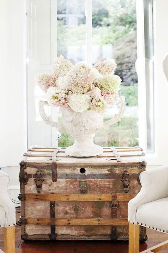 15 ideas para decorar con ba les antiguos tienda online - Baules para decorar ...
