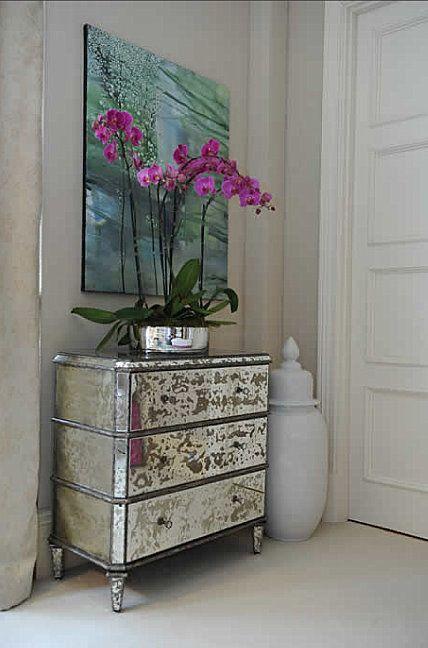 21 ideas para decorar la entrada con una c moda tienda - Como decorar una comoda ...