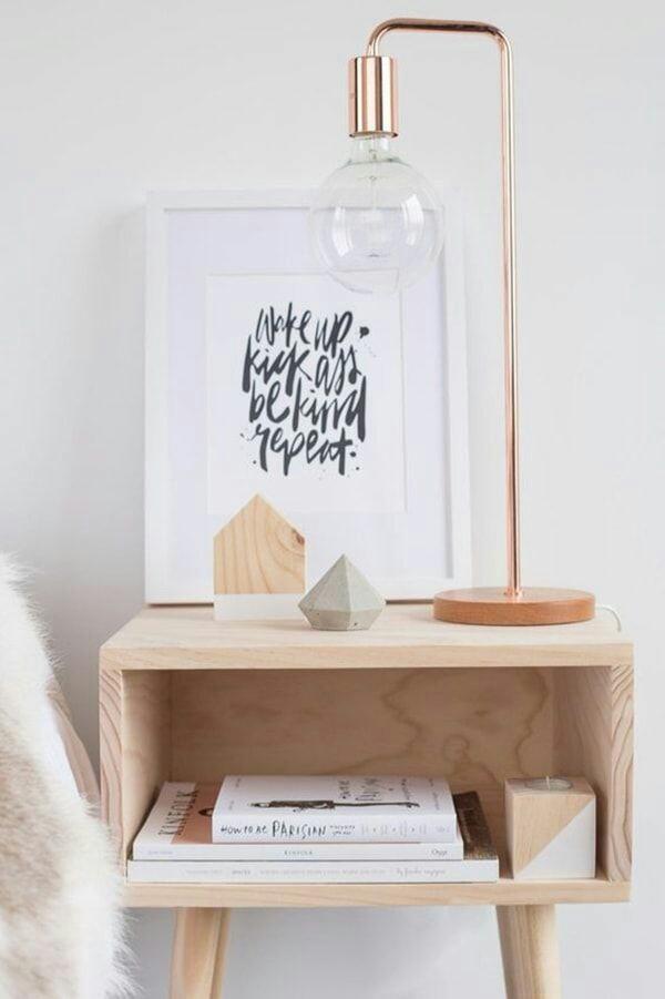 22 ideas originales de mesitas de noche hechas con cajas - Ideas mesita de noche ...