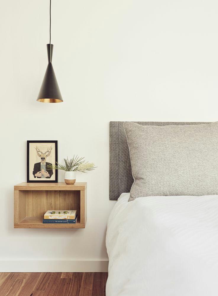 22 ideas originales de mesitas de noche hechas con cajas - Ideas mesitas de noche ...