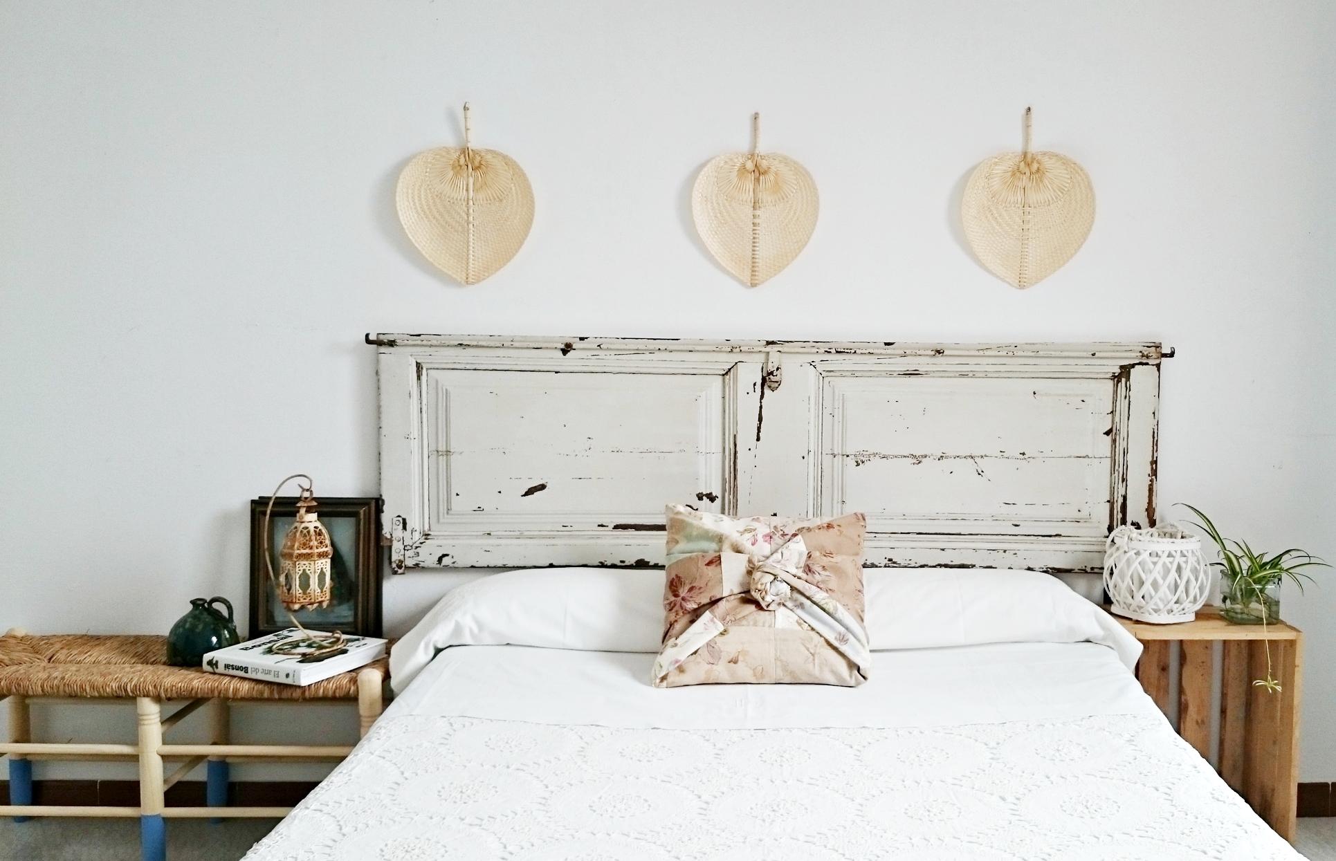 C mo decorar la cabecera de la cama con una puerta for Decoracion con puertas antiguas