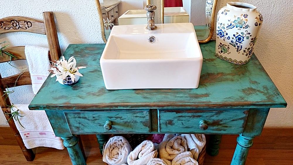 Mueble Baño Turquesa:Mueble baño rústico decapado en turquesa