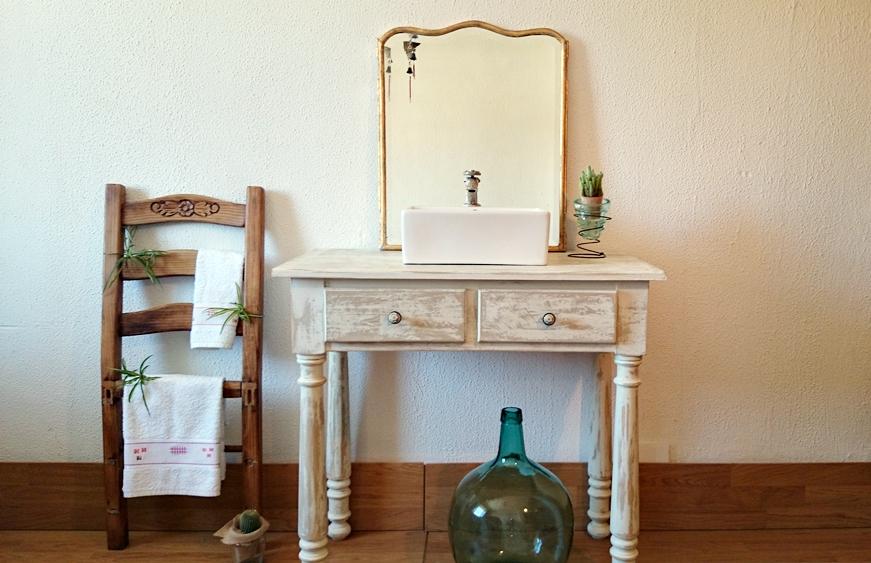 Muebles De Baño Antiguos:Mueble de baño decapado en blanco antiguo