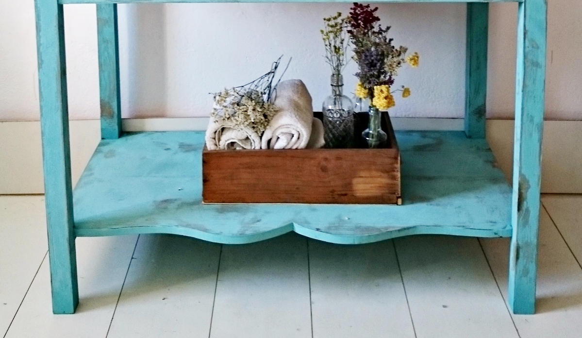 Mueble Baño Turquesa:La segunda propuesta es un mueble de baño rústico chic en turquesa