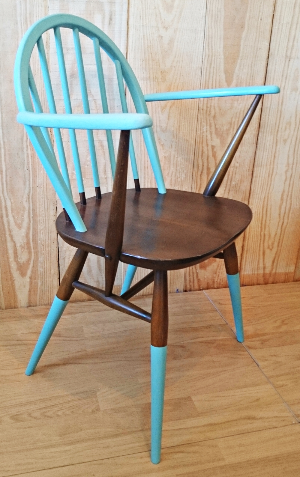 Silla vintage ercol en turquqesa y madera bohemian and chic for Sillas vintage madera