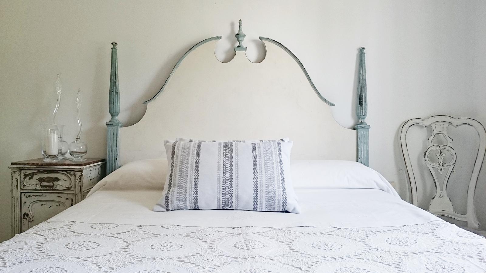 Cabecero vintage estilo ingl s en blanco y azul pastel - Cabeceros con estilo ...