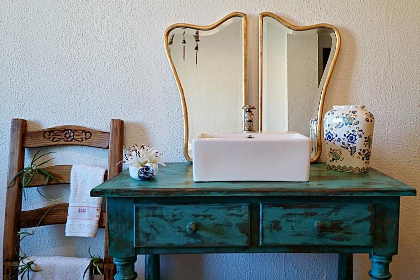 Mueble ba o r stico decapado en turquesa tienda online for Mueble bano rustico blanco