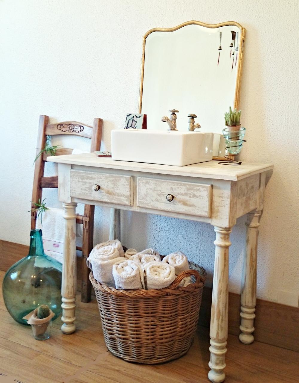 Como decapar un mueble lacado envejece tus muebles con for Pintar mueble lacado