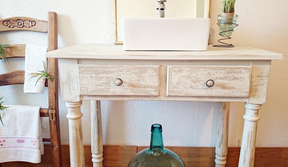 Mueble de ba o decapado en blanco antiguo tienda online for Muebles restaurados en blanco