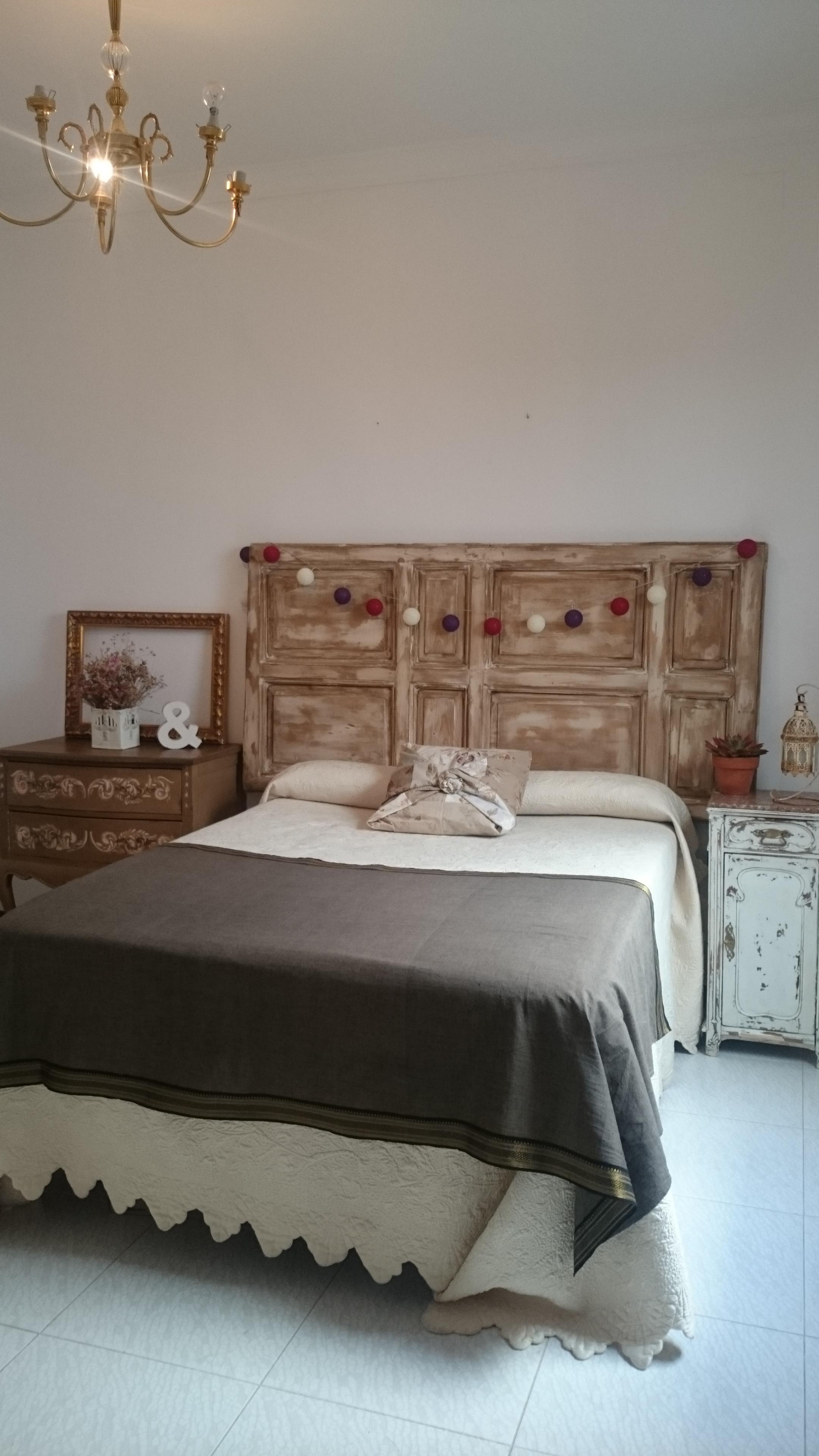 Cabecero de cama doble con puerta antigua tienda online for Mueble cama doble