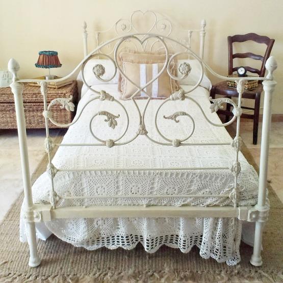 Antigua cama de forja estilo shabby tienda online de - Camas antiguas de hierro ...