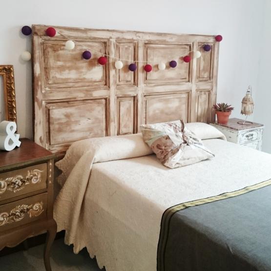 Cabecero de cama doble con puerta antigua bohemian and chic for Puertas antiguas para decoracion