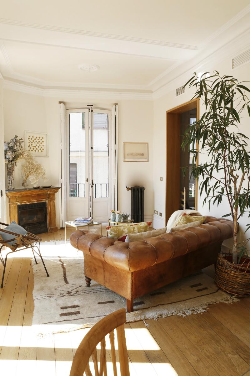 Un piso en el centro de madrid de clasicismo renovado for Decoracion piso en madrid