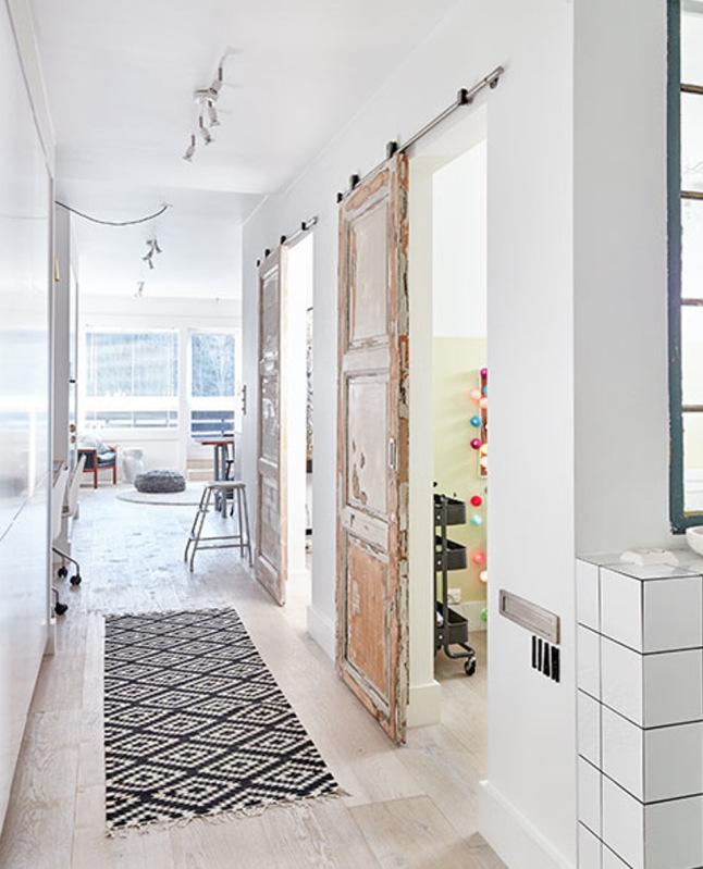 Un sencillo apartamento con mucho encanto tienda online for Habitaciones con puertas correderas