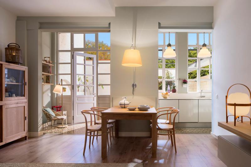 Una casa decorada con piezas antiguas y nuevas tienda online de decoraci n y muebles - Casas decoradas con encanto ...